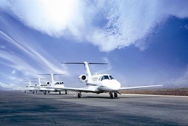 飞机上搭客用钢笔挟制空姐 国航客机备降郑州